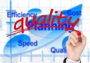 on voit un graphique avec différents indicateurs écrits comme vitesse, qualité, efficacité, coût, planning, et en premier plan est écrit en gros le mot qualité (tous les mots sont en anglais)